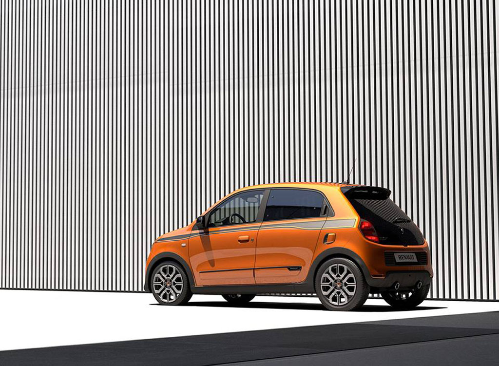 nuova renault twingo gt 110 cv e debutto a goodwood italiantestdriver. Black Bedroom Furniture Sets. Home Design Ideas