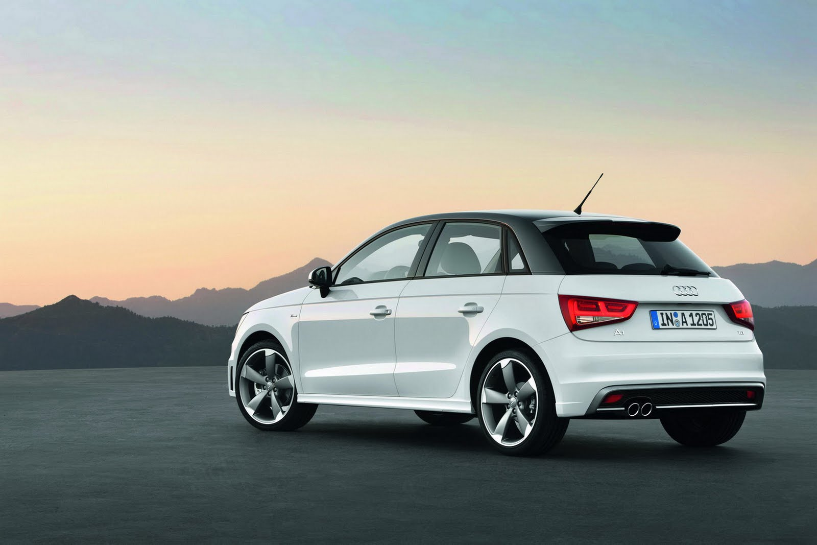 nuova audi a1 sportback immagini ufficiali e dati tecnici italiantestdriver. Black Bedroom Furniture Sets. Home Design Ideas