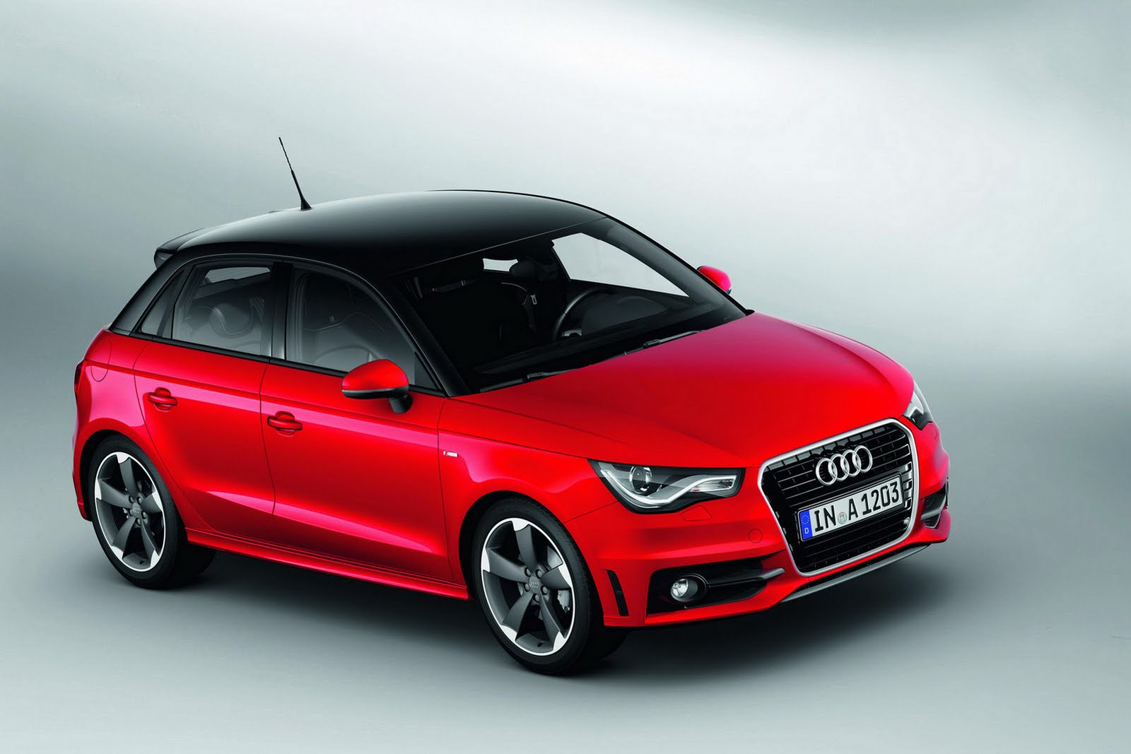 nuova audi a1 sportback immagini ufficiali e dati tecnici. Black Bedroom Furniture Sets. Home Design Ideas