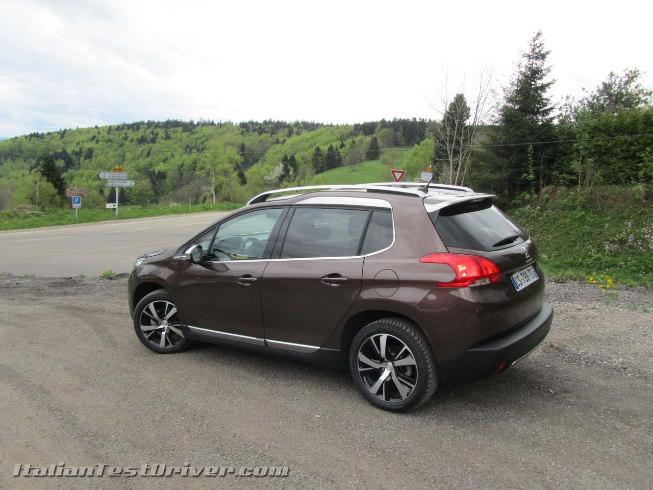 peugeot 2008 1 2 vti gallery prices worldwide for cars bikes laptops etc. Black Bedroom Furniture Sets. Home Design Ideas
