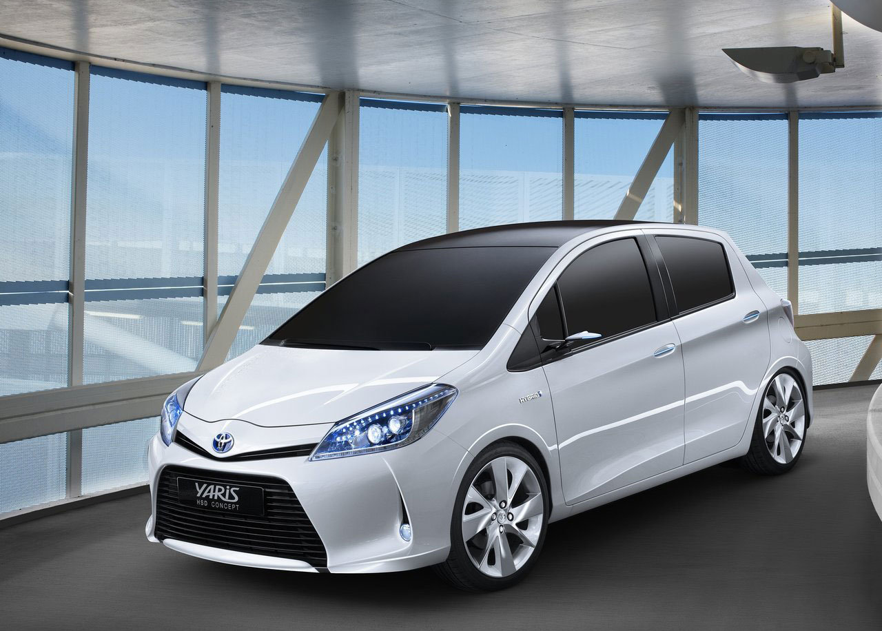 toyota yaris hybrid hsd listino prezzi italiantestdriver. Black Bedroom Furniture Sets. Home Design Ideas