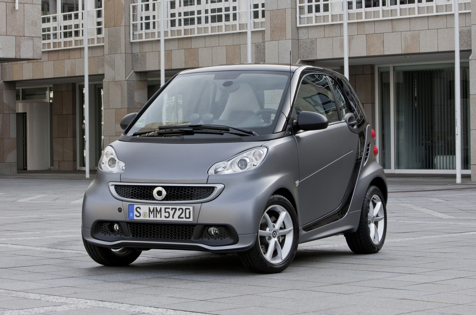 smart fortwo restyling immagini ufficiali italiantestdriver. Black Bedroom Furniture Sets. Home Design Ideas