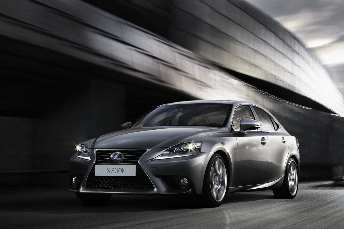 lexus is 300h italiantestdriver. Black Bedroom Furniture Sets. Home Design Ideas