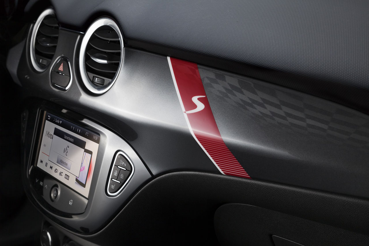 opel adam s immagini ufficiali della sportiva compatta da 150 cv italiantestdriver. Black Bedroom Furniture Sets. Home Design Ideas
