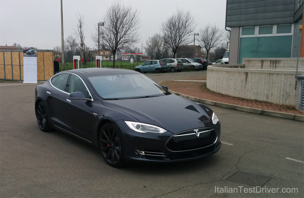 Test-Drive-Tesla-Model-S-85-kwh-Performance-(2)