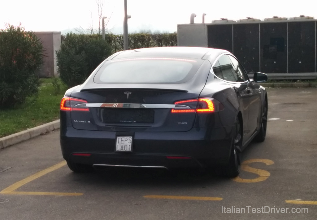 Test-Drive-Tesla-Model-S-85-kwh-Performance-(4)