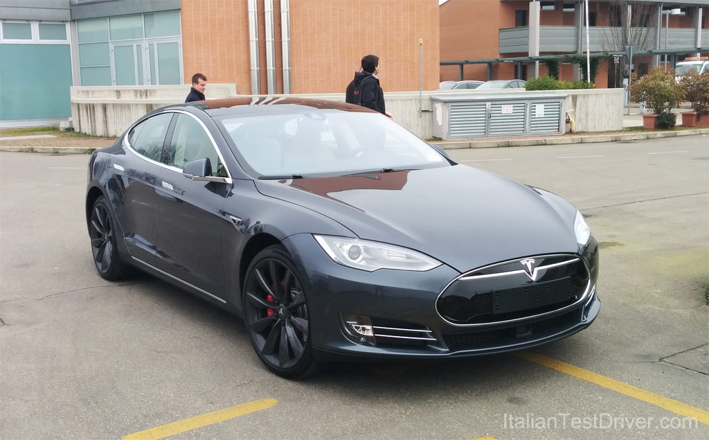 Test-Drive-Tesla-Model-S-85-kwh-Performance