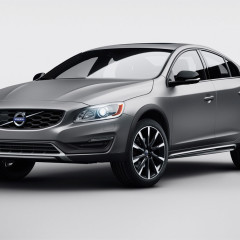 Volvo S60 Cross Country: la berlina diventa crossover