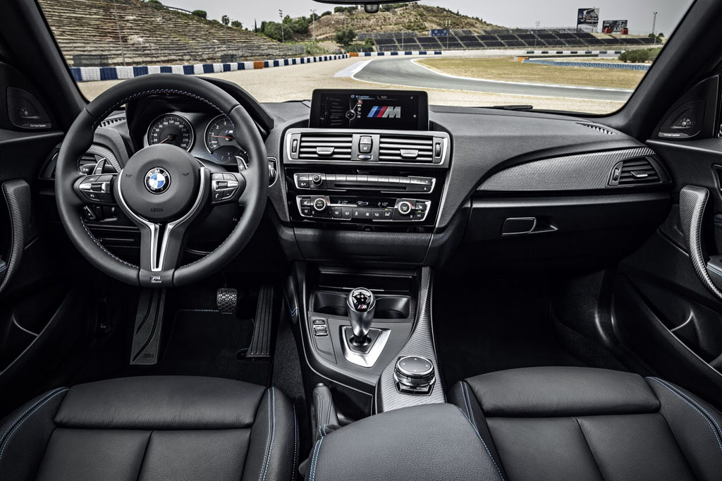 BMW M2 interni (1)