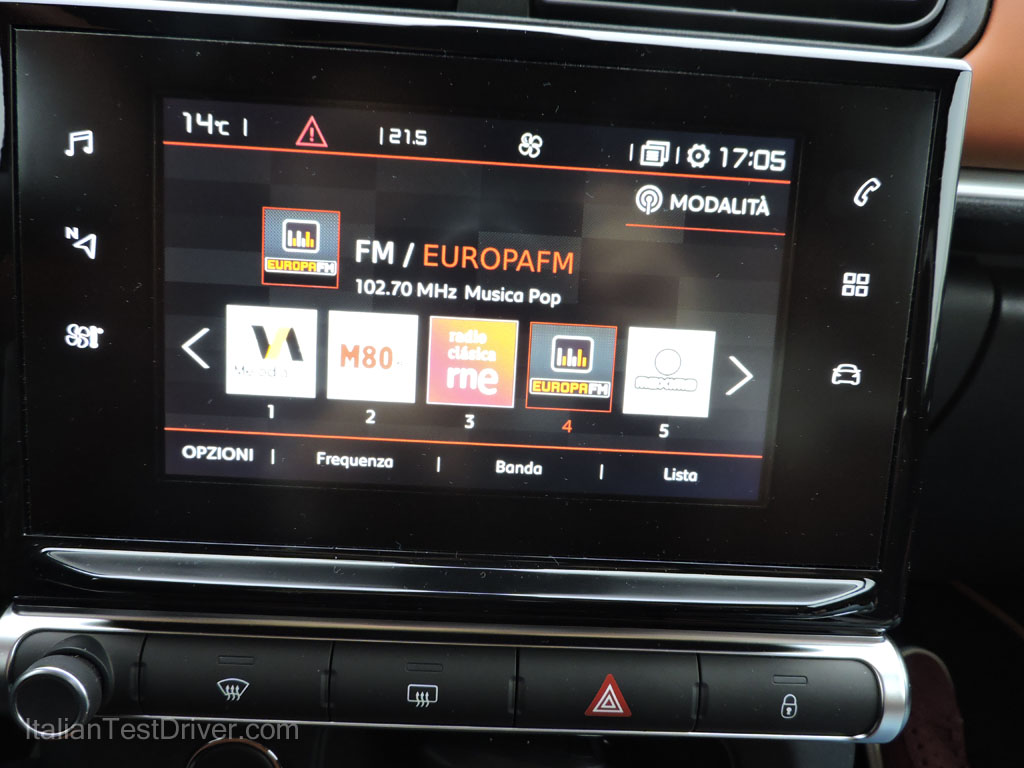 test-drive-nuova-citroen-c3-prova-su-strada-touch-screen-infotainment